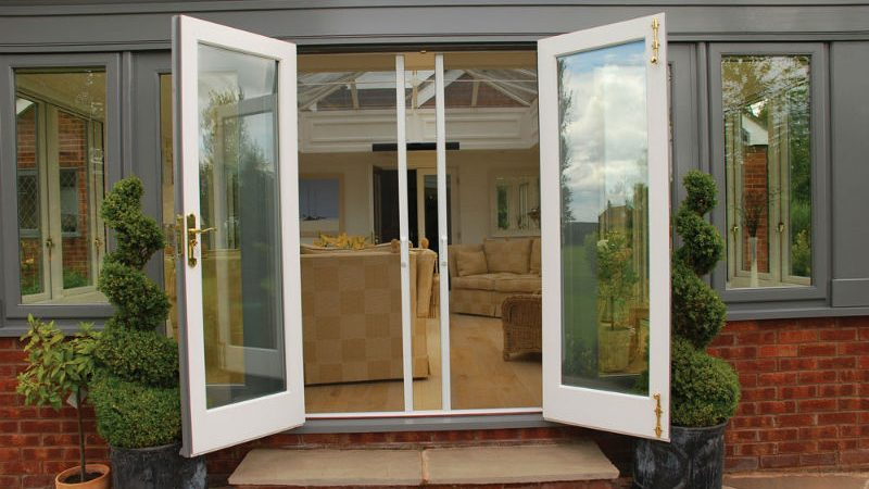Tips for Buying Replacement Doors From a Miami Interior Doors Installer